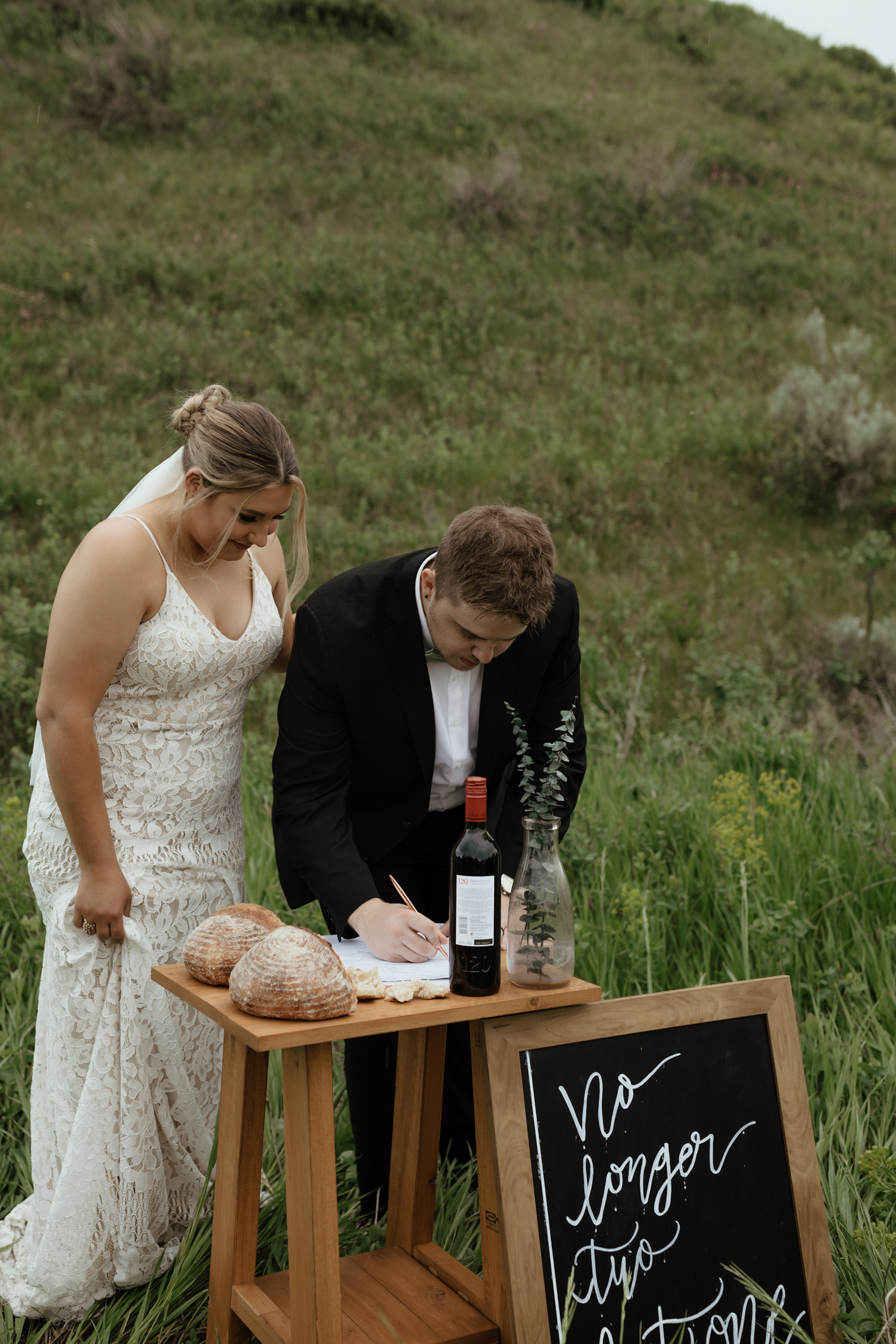 Intimate Spring Wedding in the Lethbridge Coulees